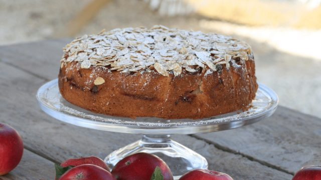 Apple & Almond Cake Cake Recipe