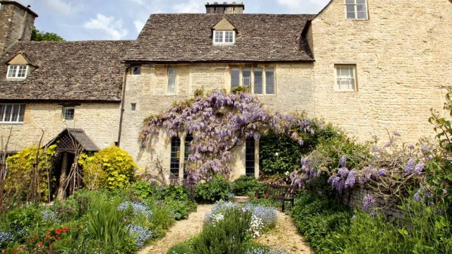 Cogges Manor Farm - Cottages