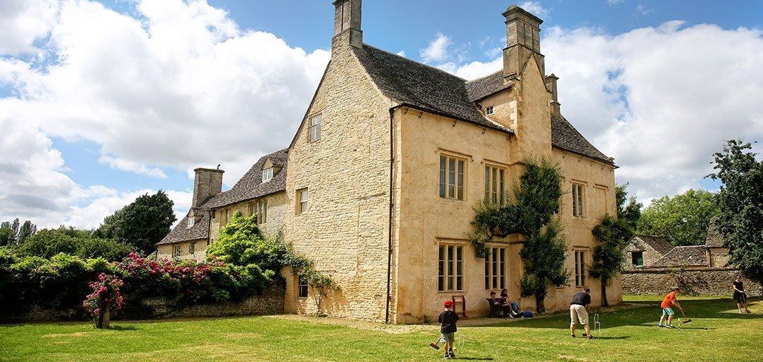 Cogges Manor Farm - Lawn