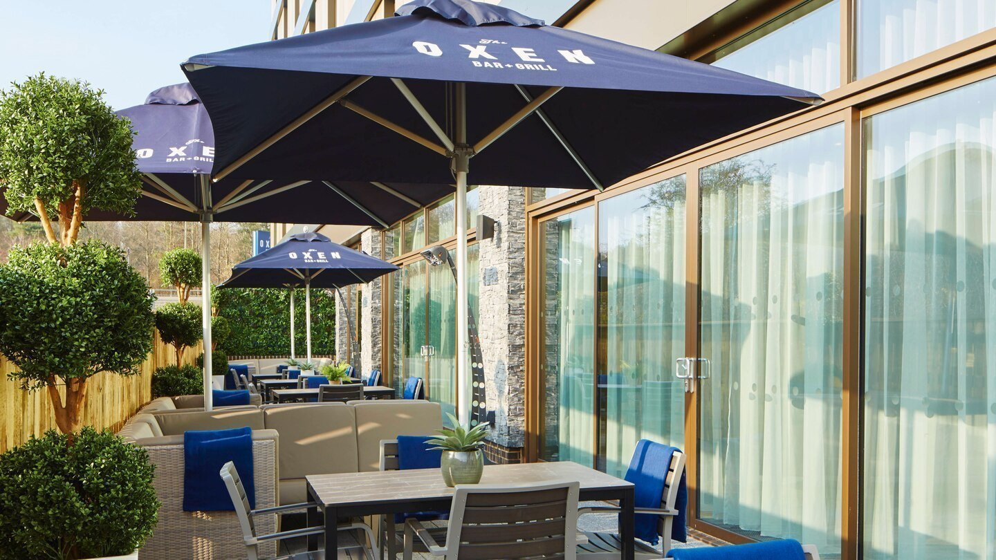 Courtyard by Marriott, Oxford South in Milton, Abingdon - The Oxen Bar & Grill Terrace