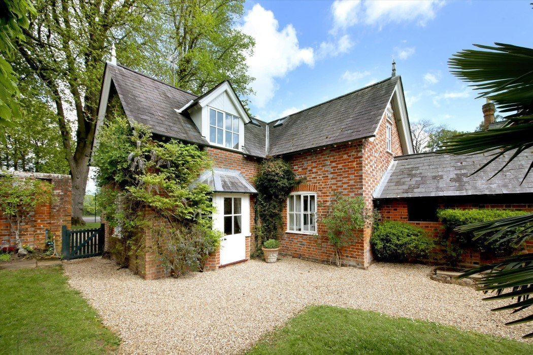 Crocker End House, Nettlebed, Henley-on-Thames - Gallery Image 23