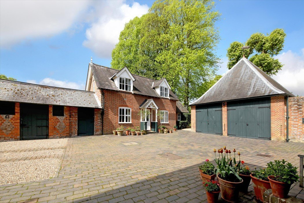 Crocker End House, Nettlebed, Henley-on-Thames - Gallery Image 24