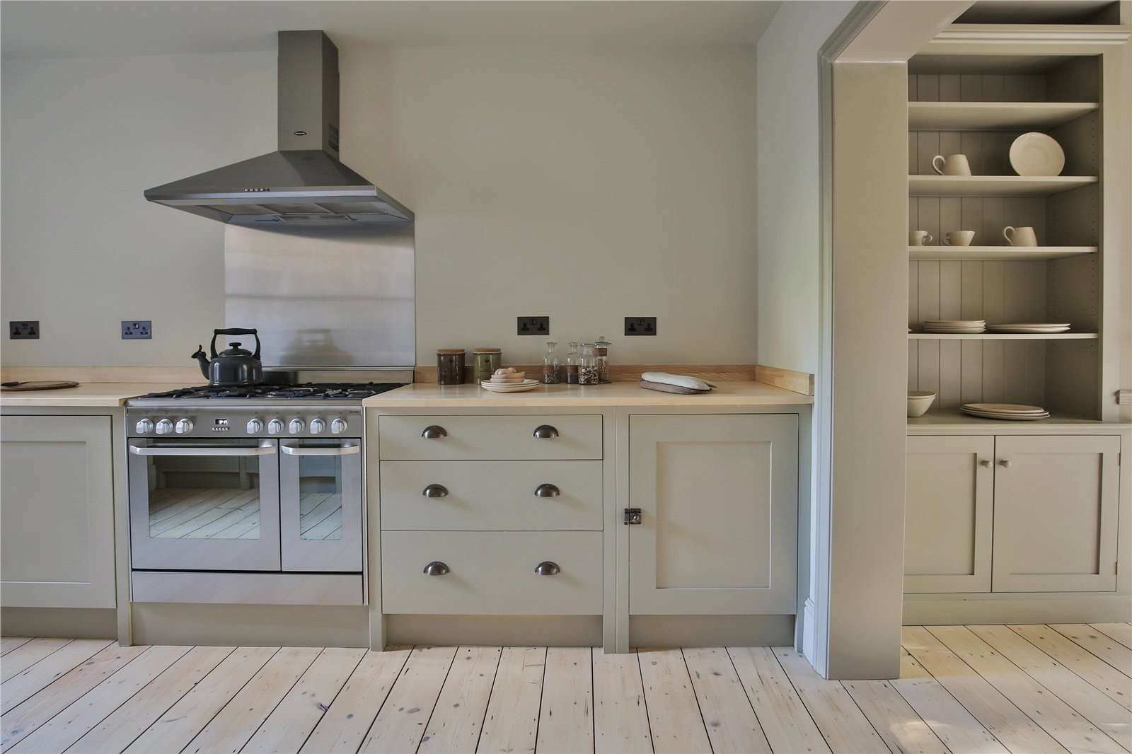 An elegantly-proportioned Victorian house on Woodstock Road in Oxford - Image Gallery 09 - Kitchen