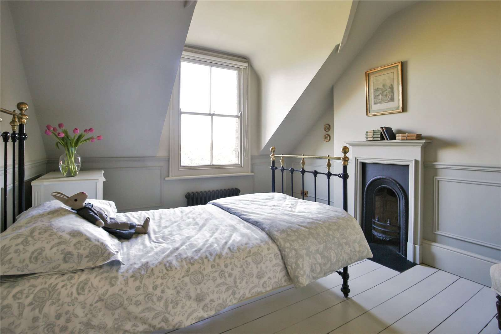 An elegantly-proportioned Victorian house on Woodstock Road in Oxford - Image Gallery 18 - Bedroom