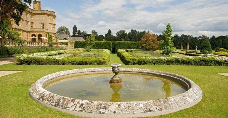 Eynsham Hall Gardens