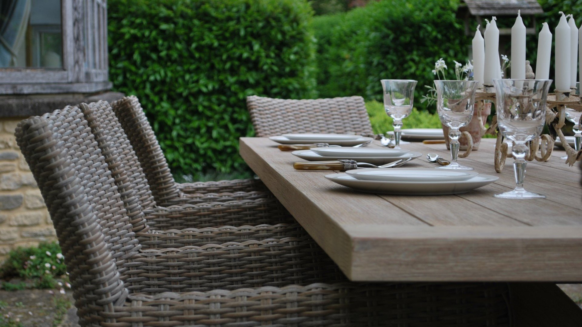 Garden Furniture from Oxfordshire-based Makers and Suppliers