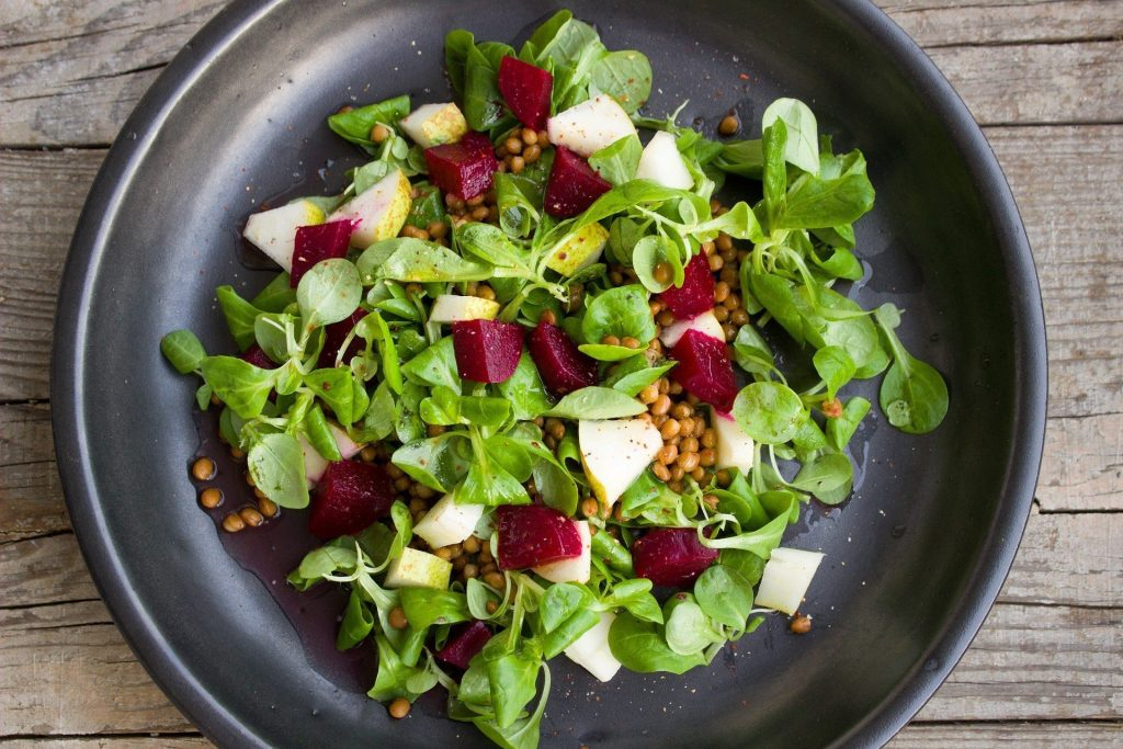 How to Make the Perfect Seasonal Salad