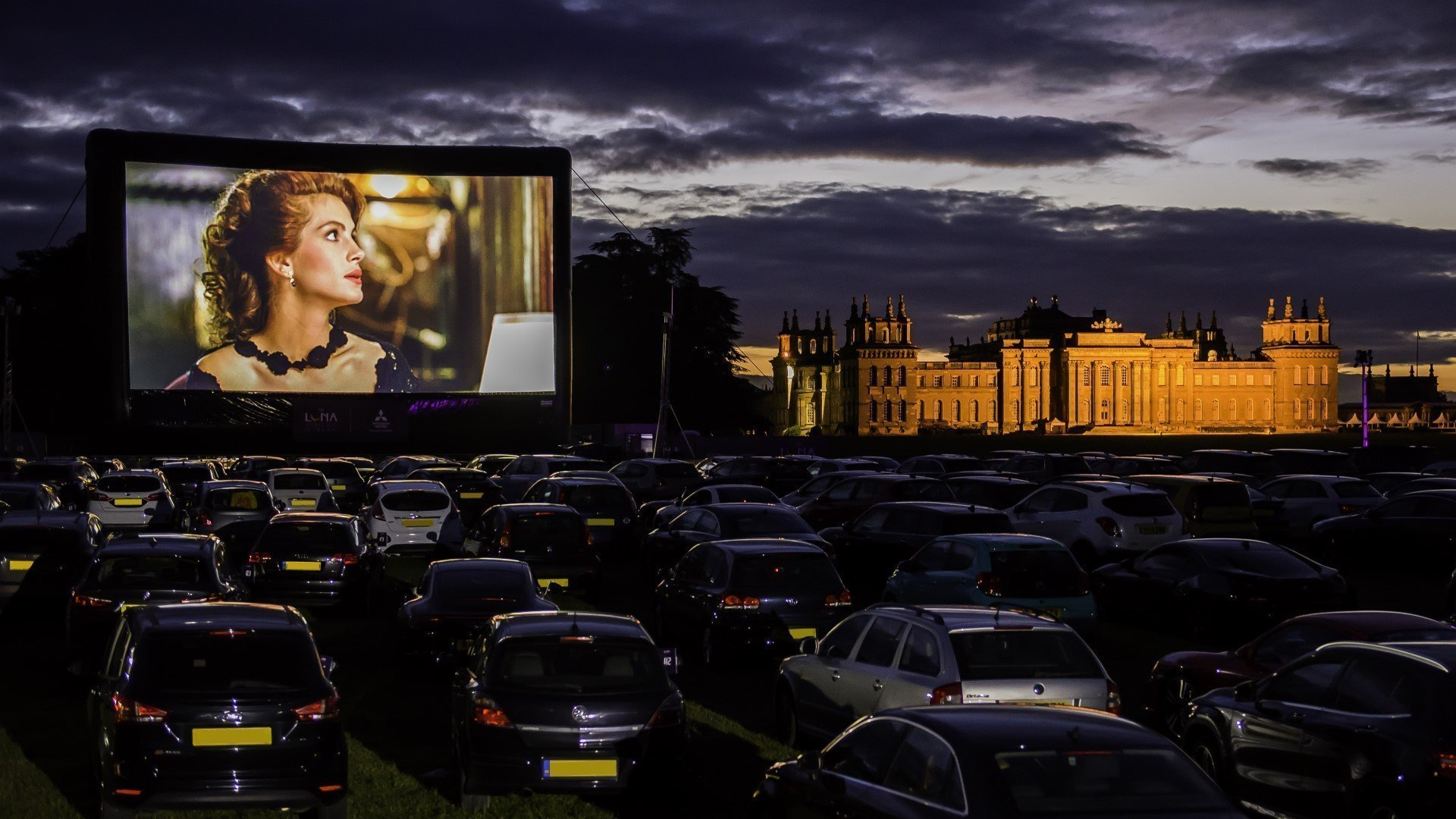 the-luna-drive-in-cinema-at-blenheim-palace