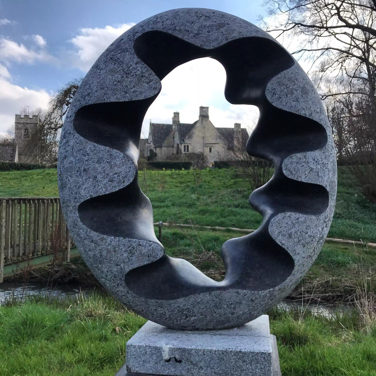 on form exhibition of sculpture at Asthall Manor - Gallery Image 01