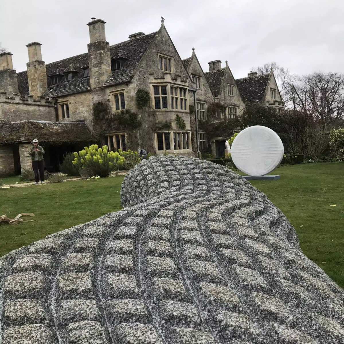 on form exhibition of sculpture at Asthall Manor - Gallery Image 03