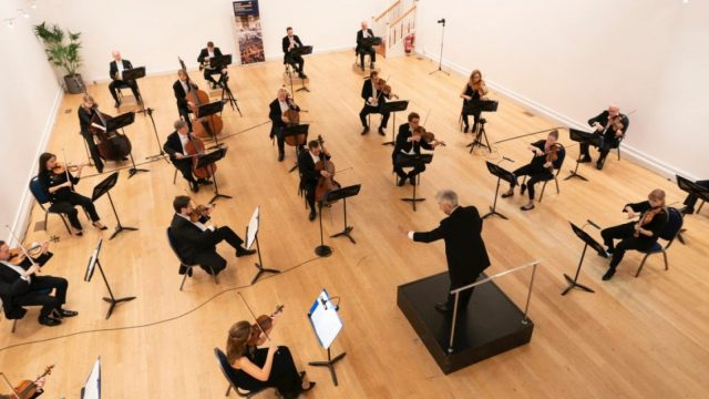 Oxford Philharmonic Orchestra plays Mozart