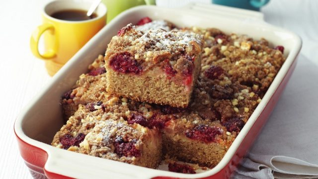 Raspberry and Apple Streusel Tray Bake Recipe