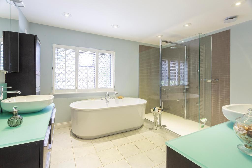 Rectory Farm House, Wallingford, Oxfordshire - Bathroom