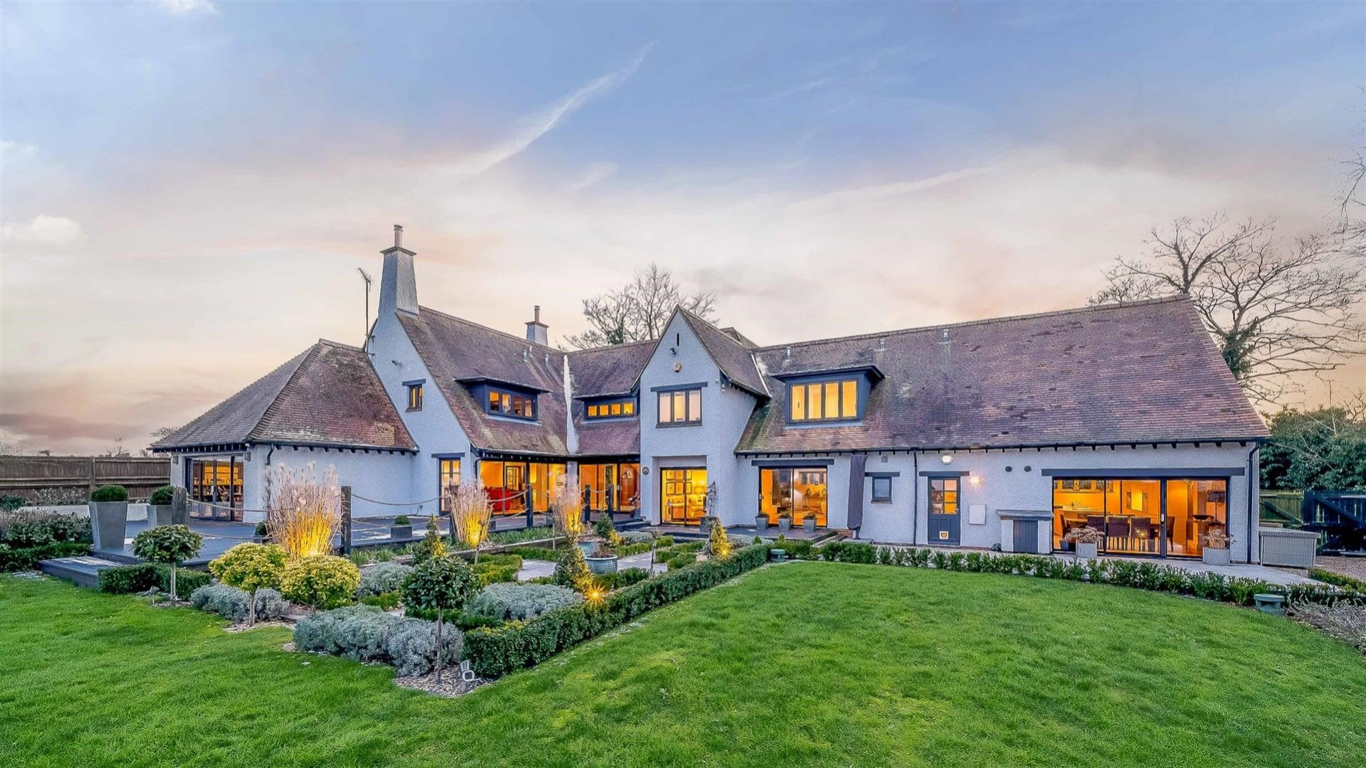Rowstock Manor: A stunning Arts and Crafts style home