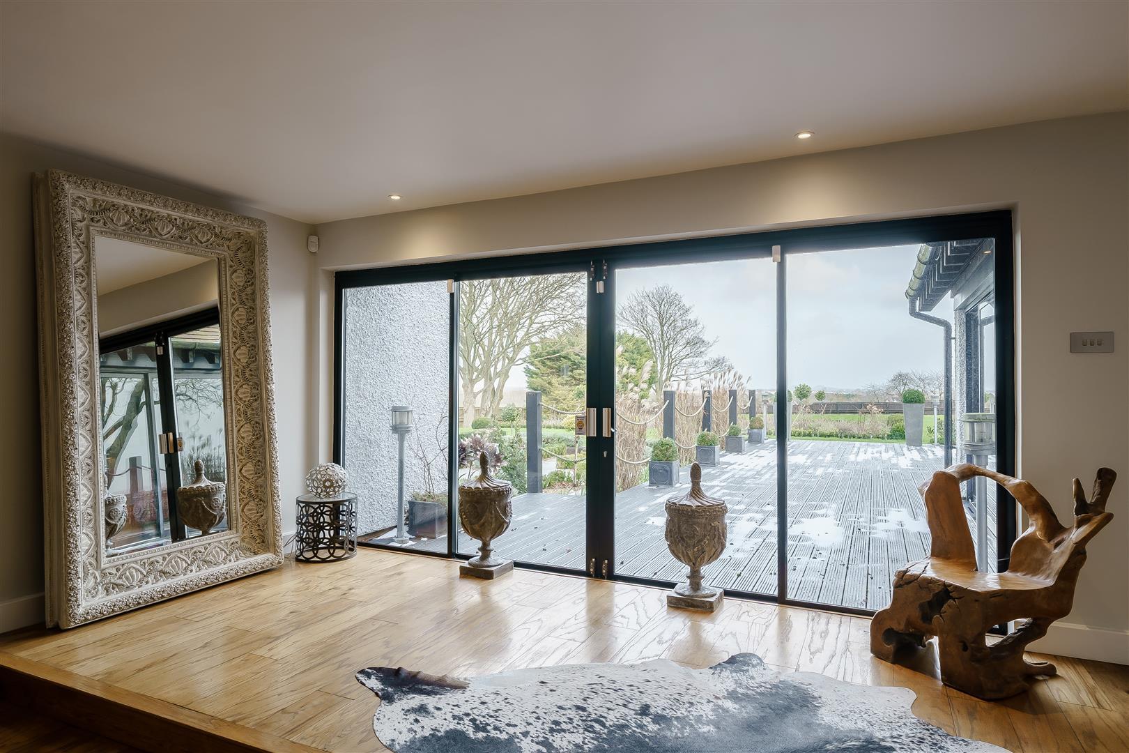 Rowstock Manor - Gallery Image 02 - Hallway