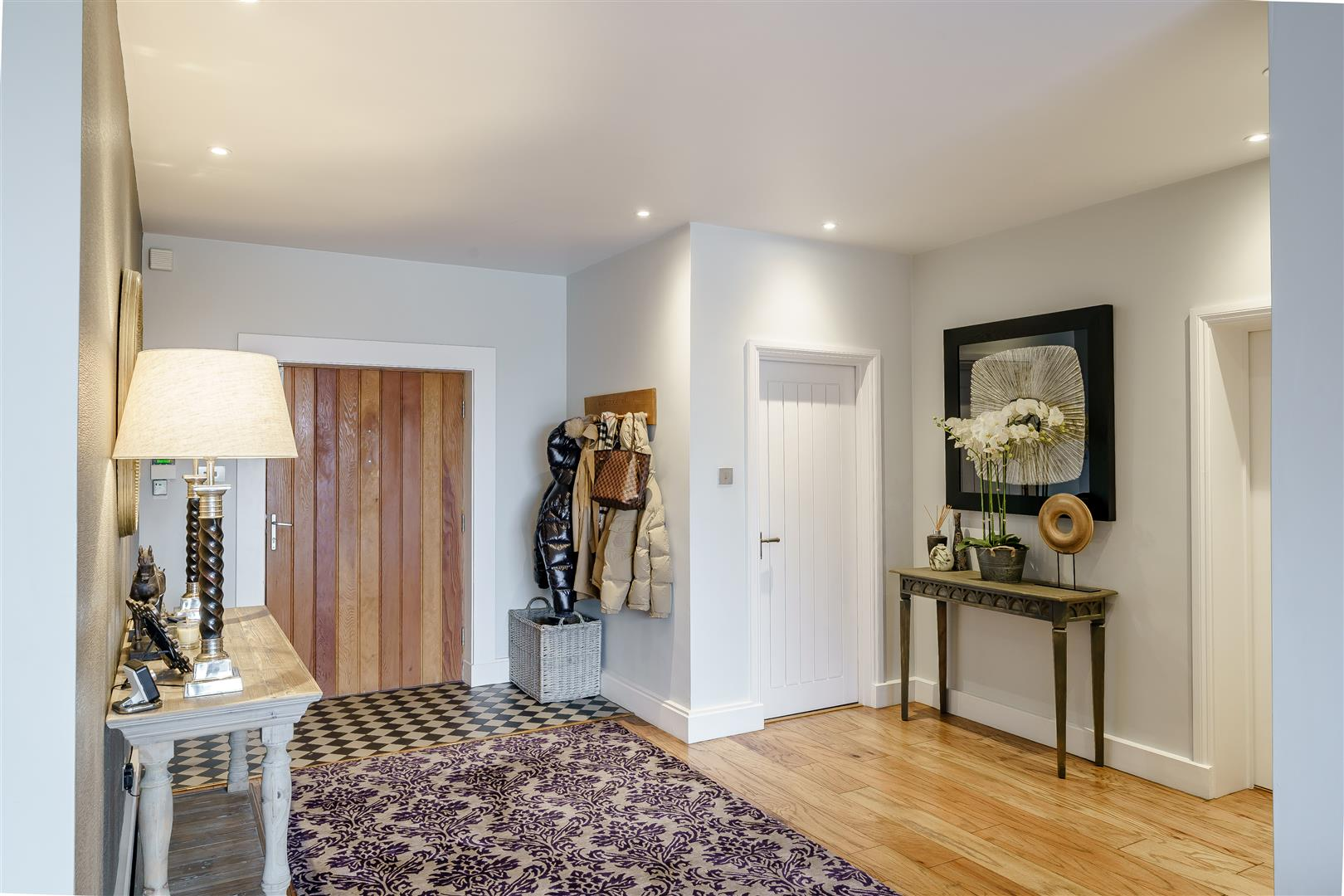 Rowstock Manor - Gallery Image 03 - Hallway