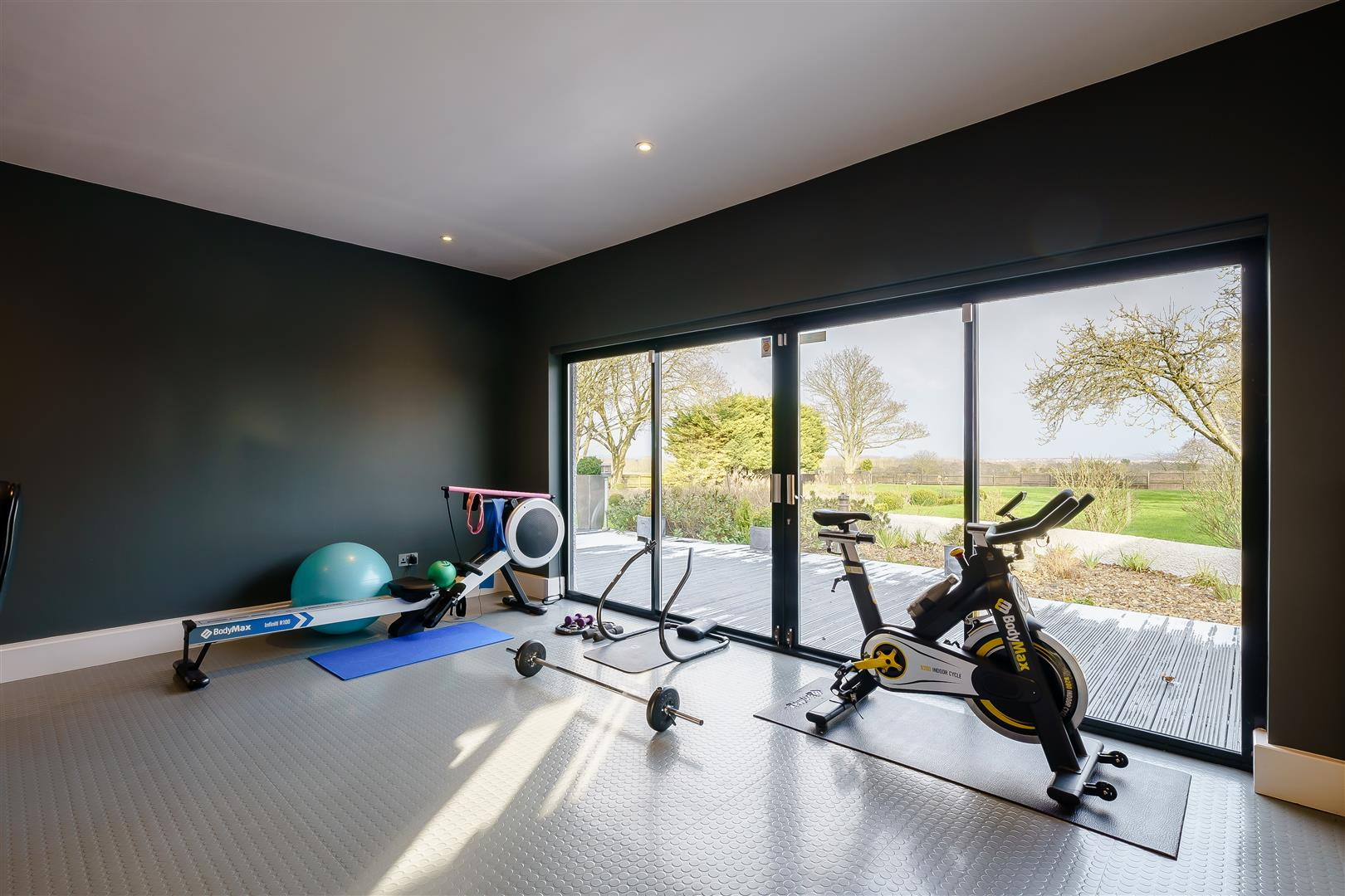 Rowstock Manor - Gallery Image 13 - Gym