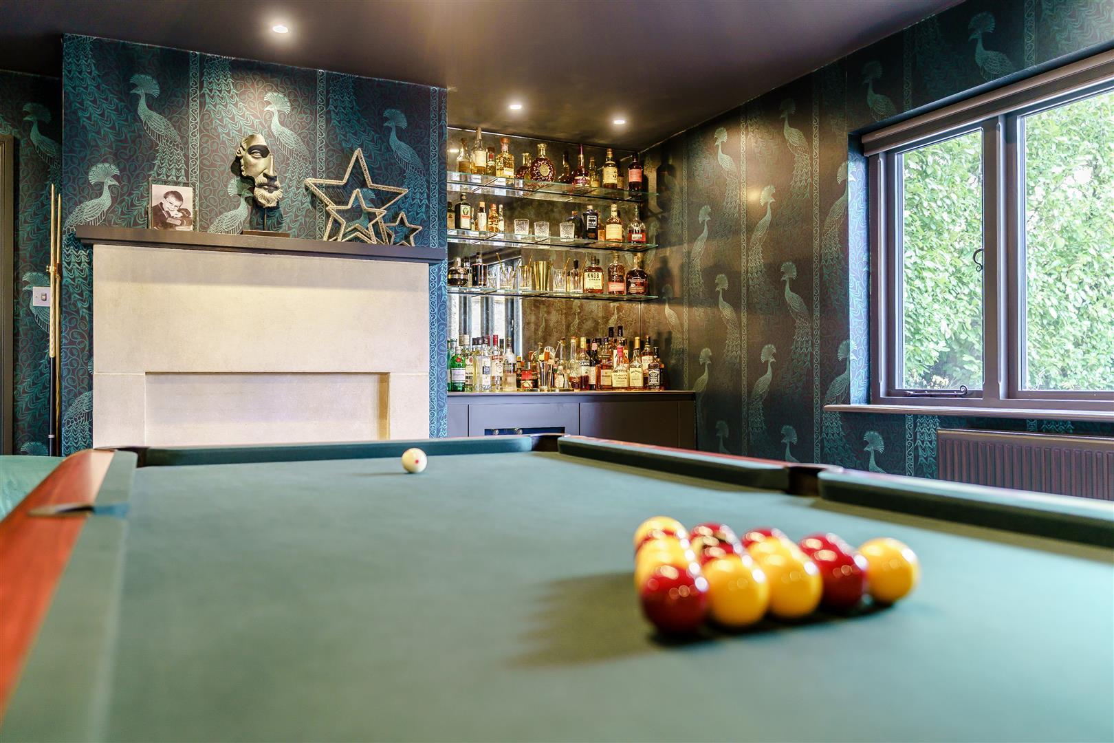 Rowstock Manor - Gallery Image 14 - Games / Bar Room