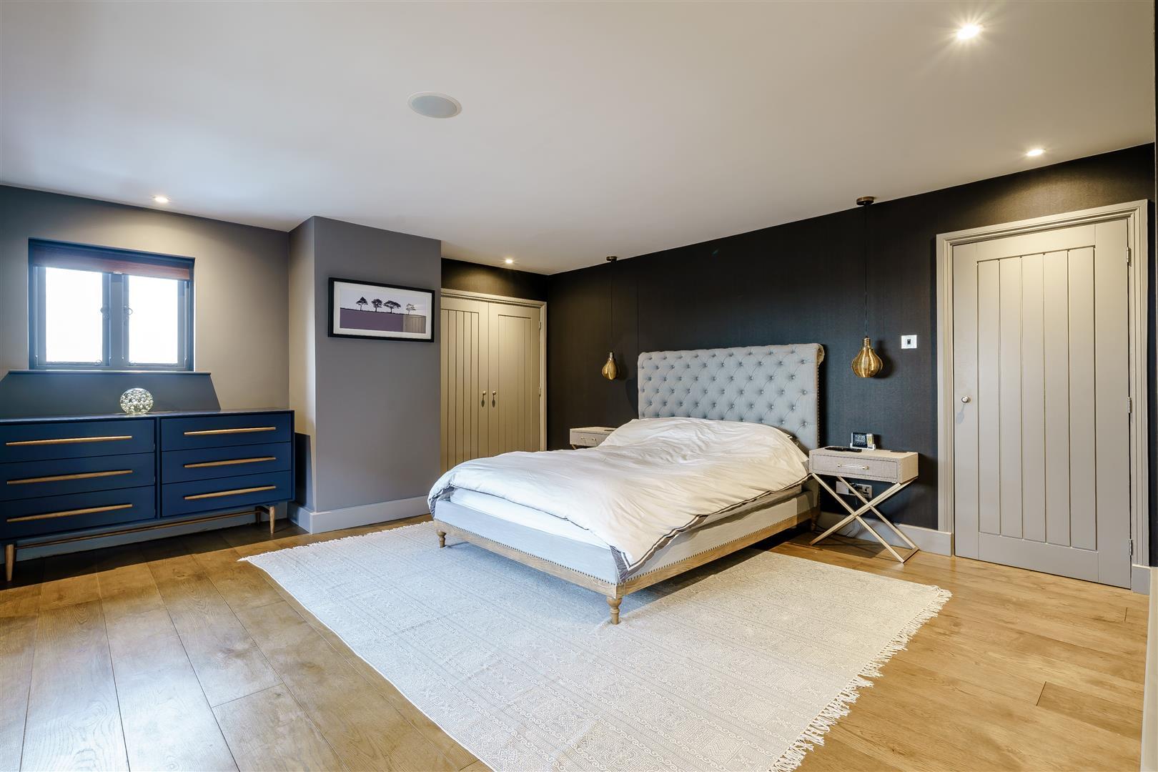 Rowstock Manor - Gallery Image 15 - Principal Bedroom