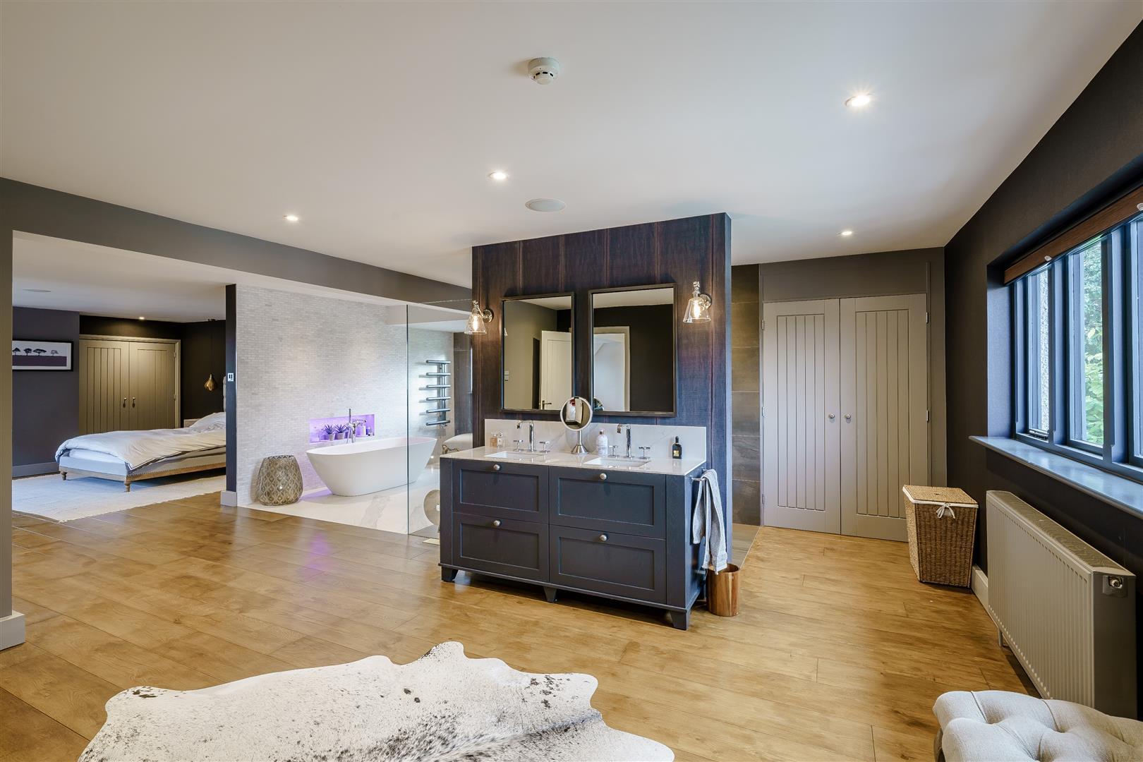 Rowstock Manor - Gallery Image 16 - Principal Bathroom