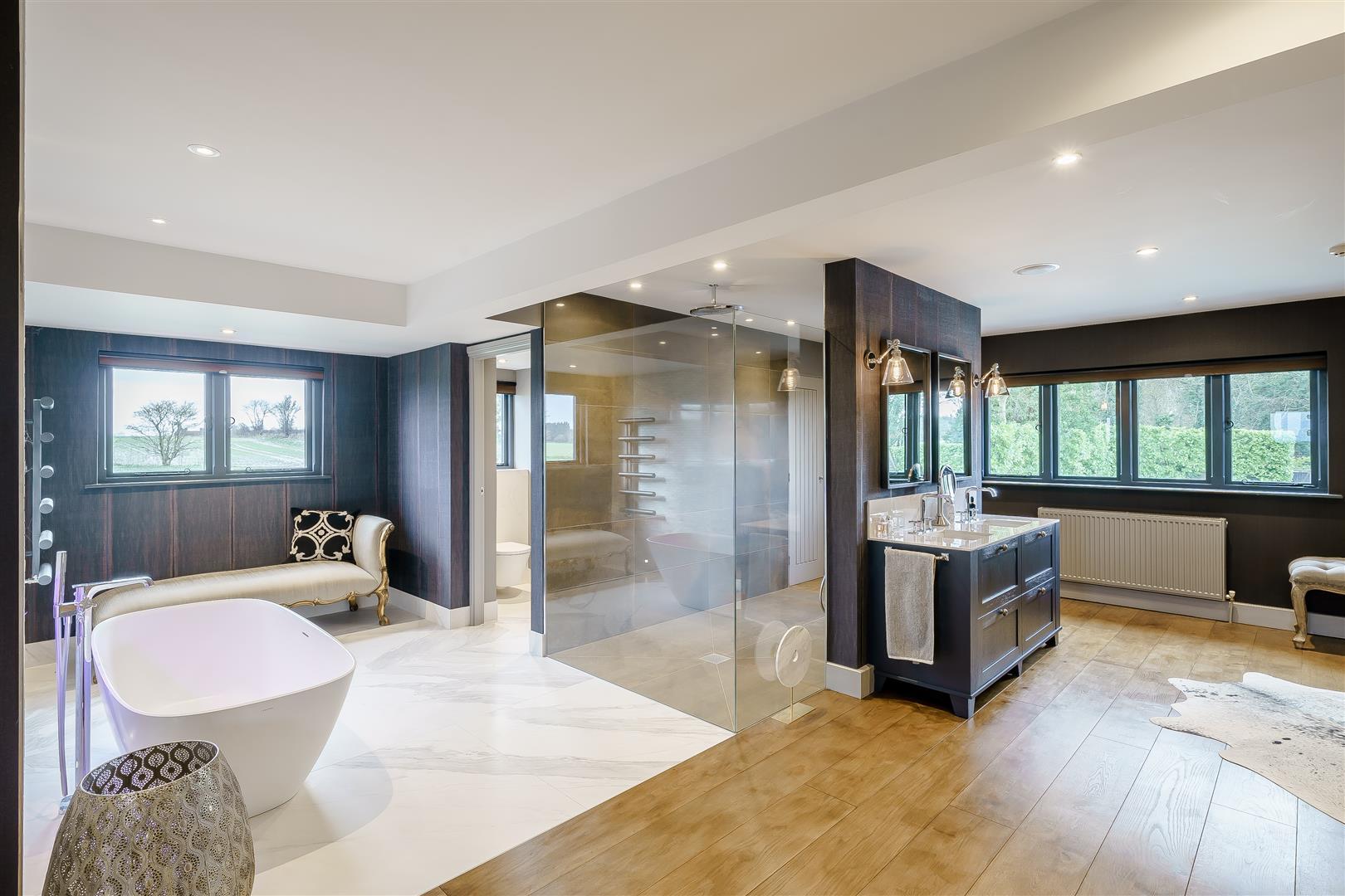 Rowstock Manor - Gallery Image 17 - Principal Bathroom