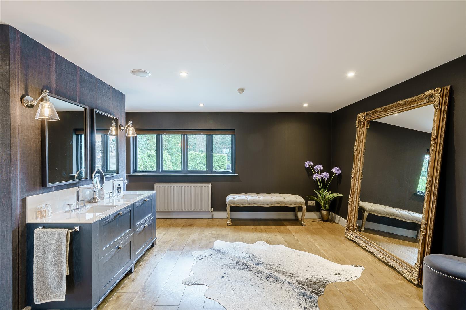 Rowstock Manor - Gallery Image 18 - Principal Bathroom