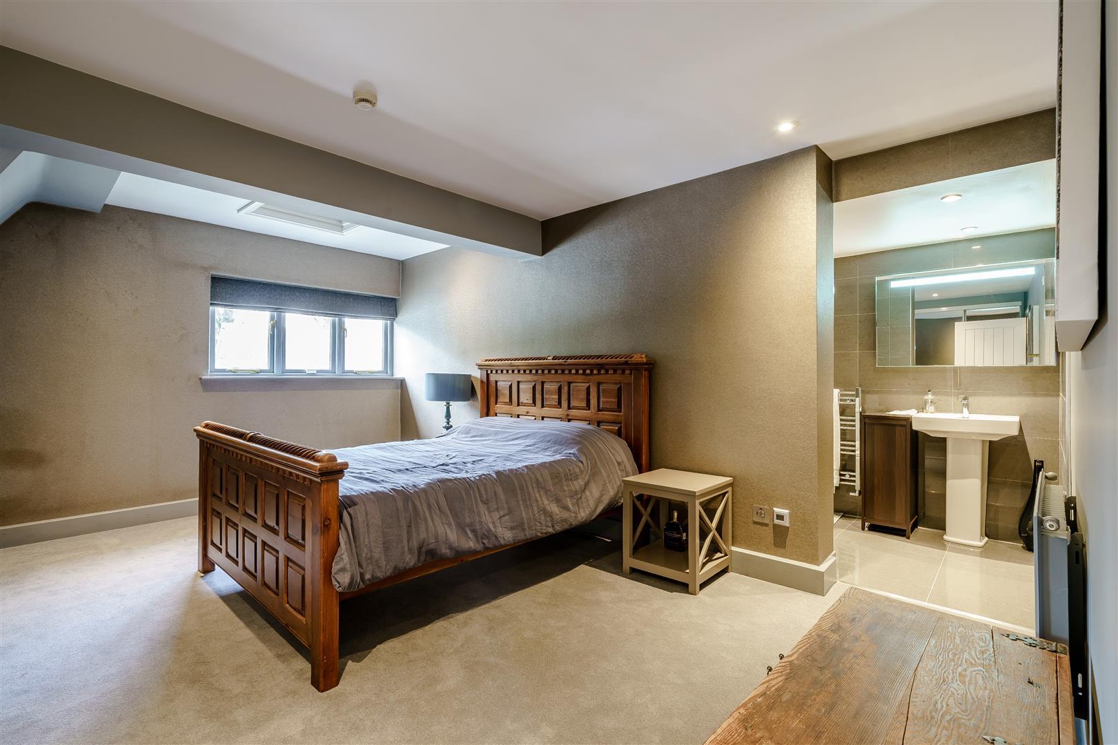 Rowstock Manor - Gallery Image 21 - Bedroom 4