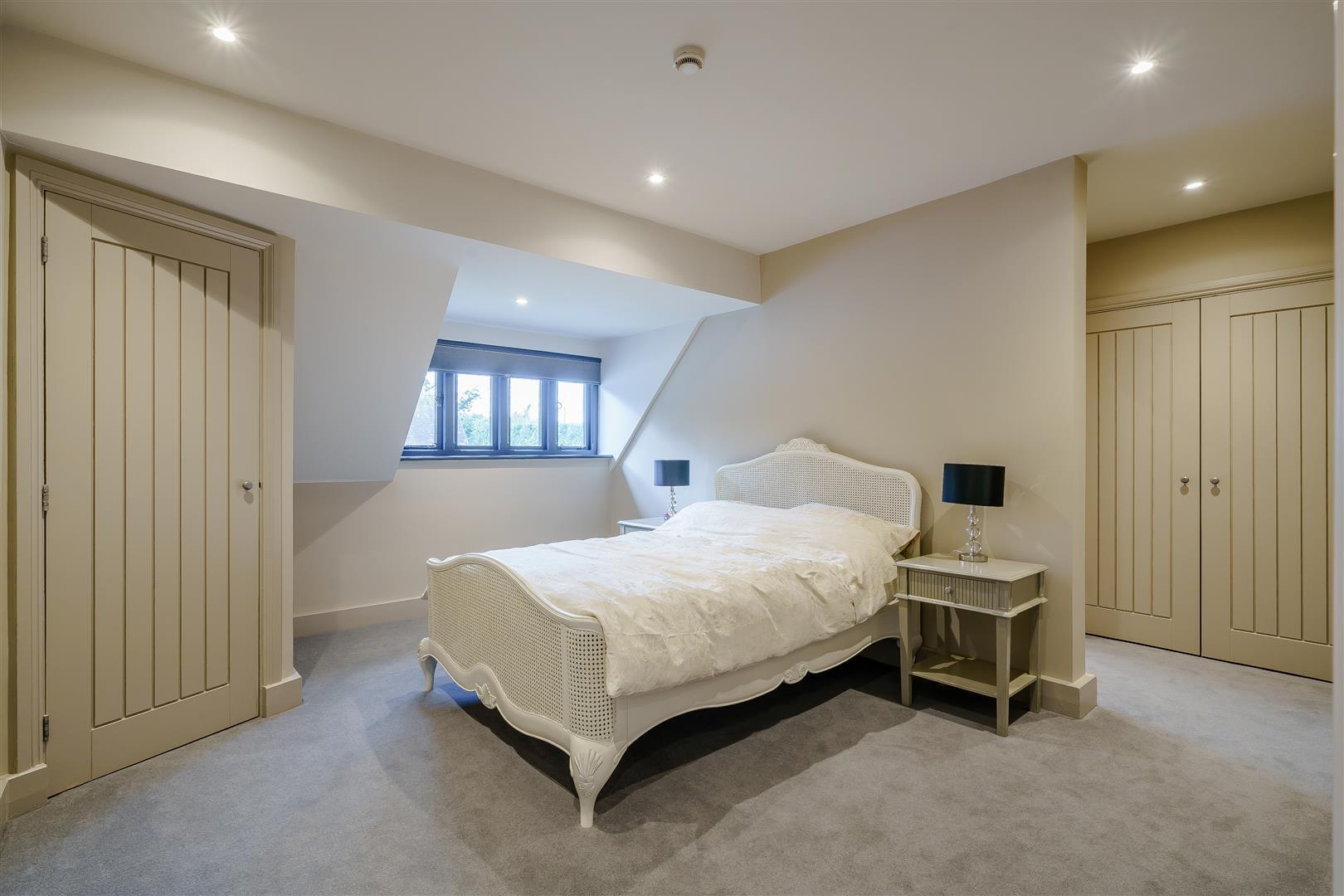Rowstock Manor - Gallery Image 22 - Bedroom 3