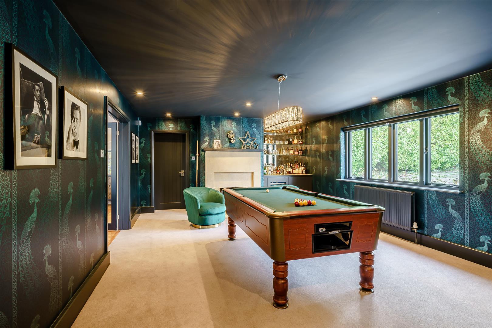 Rowstock Manor - Gallery Image 23 - Games / Bar Room