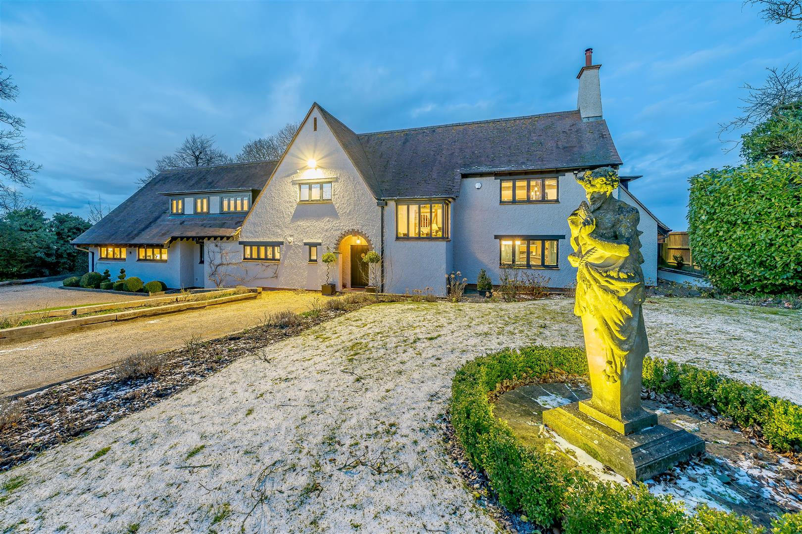 Rowstock Manor - Gallery Image 26 - Front View