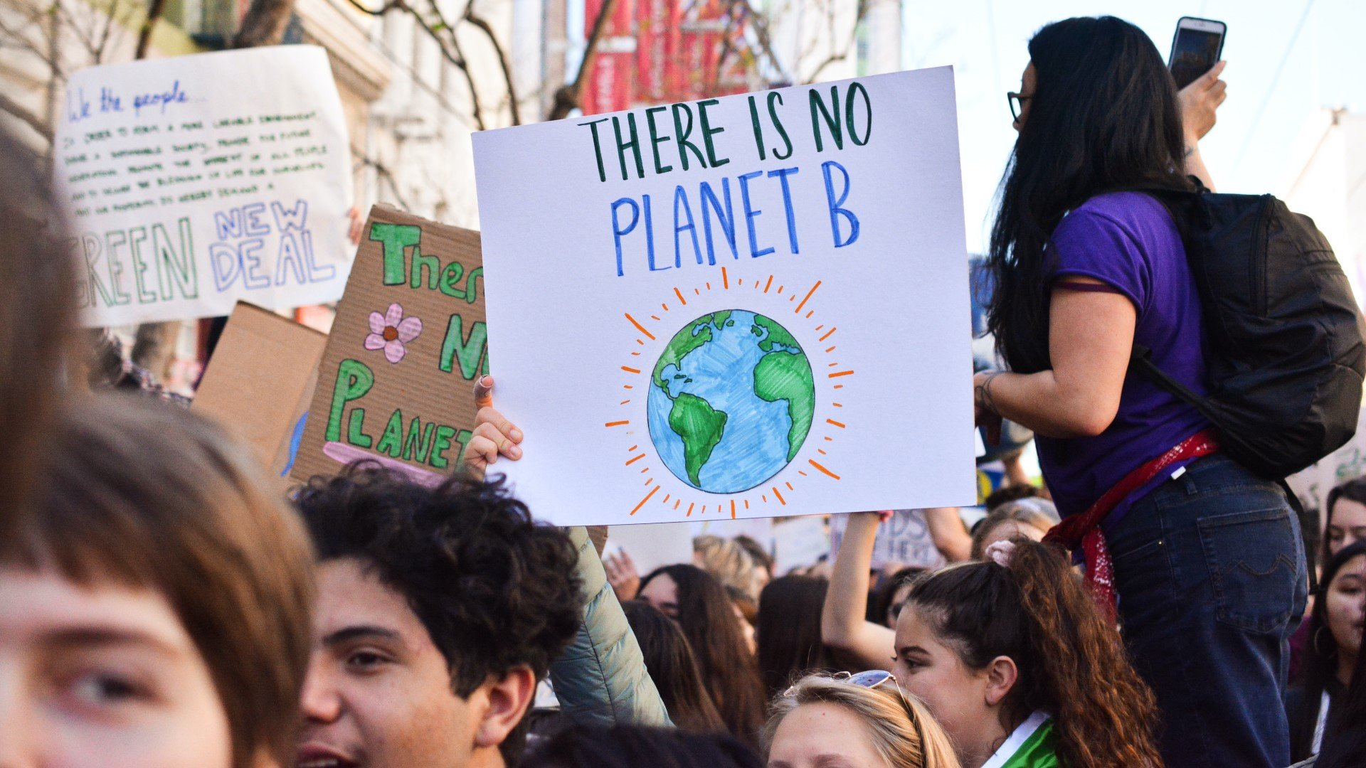Oxford City Council to hold Youth Climate Summit on how city can tackle the climate emergency. Image: Scene from a youth climate change protest.