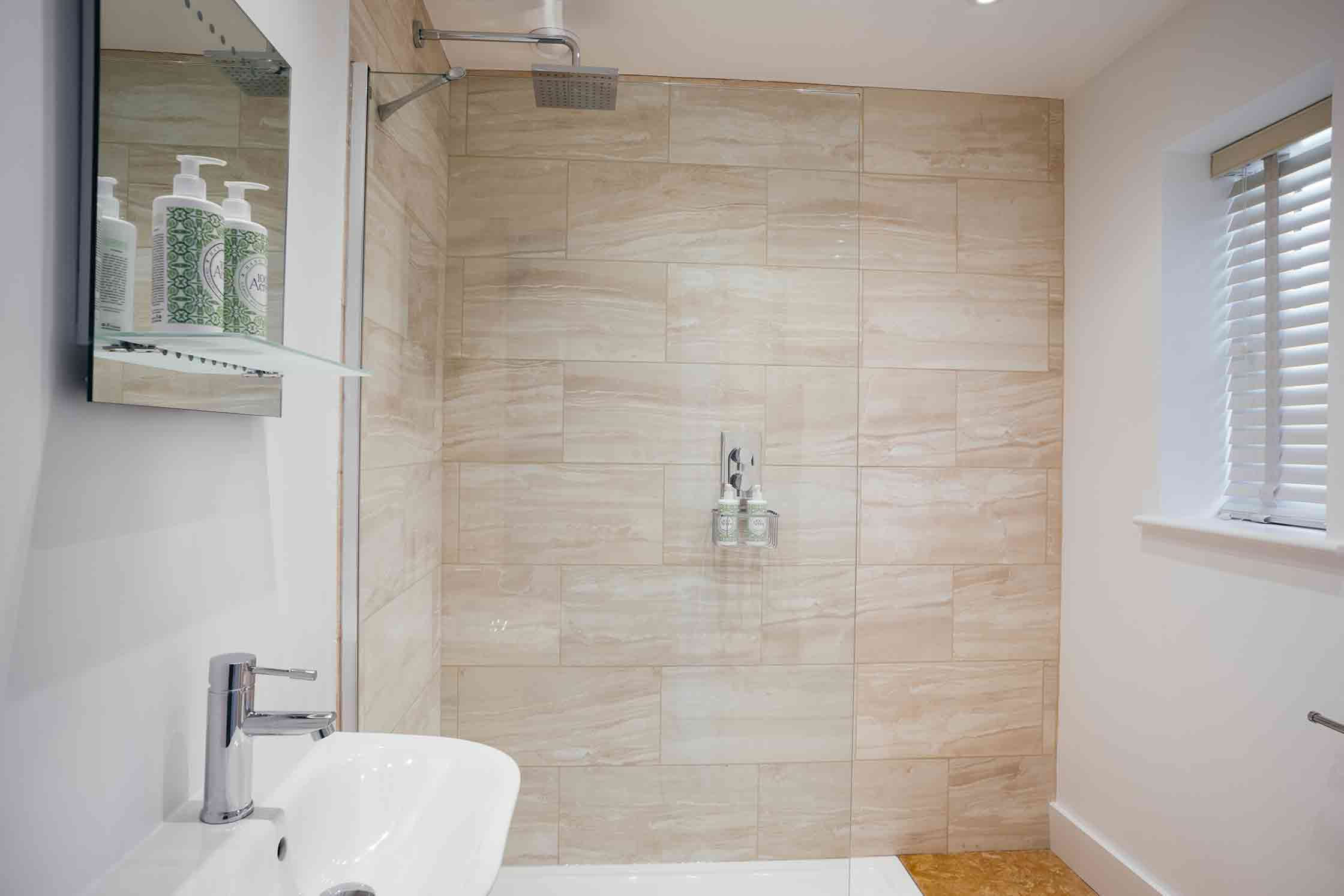 The Bell Inn, Langford, Oxfordshire - Bathroom