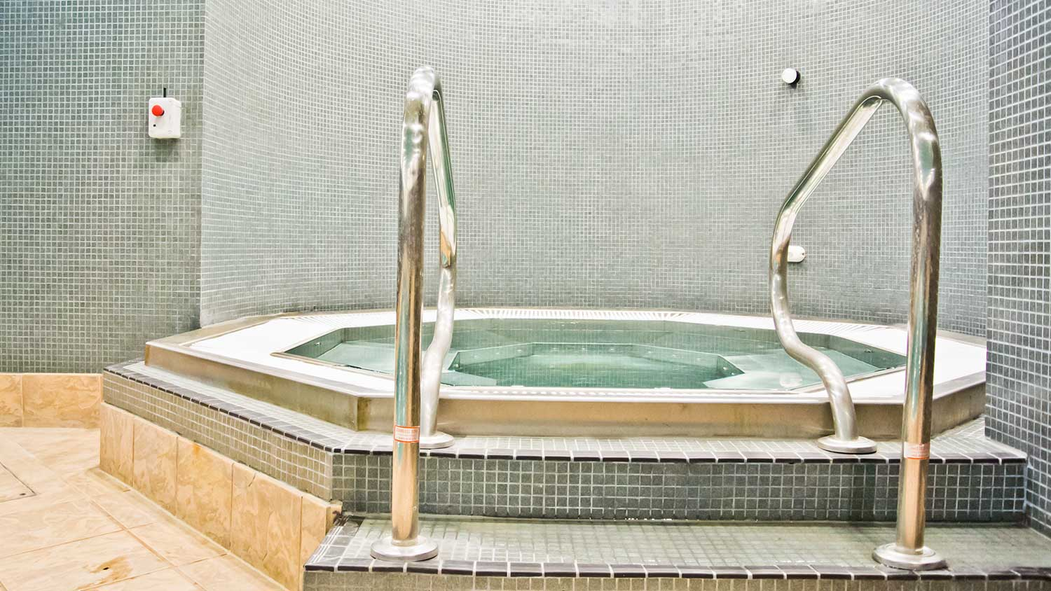 Jacuzzi Area at The Oxfordshire Health & Racquets Club