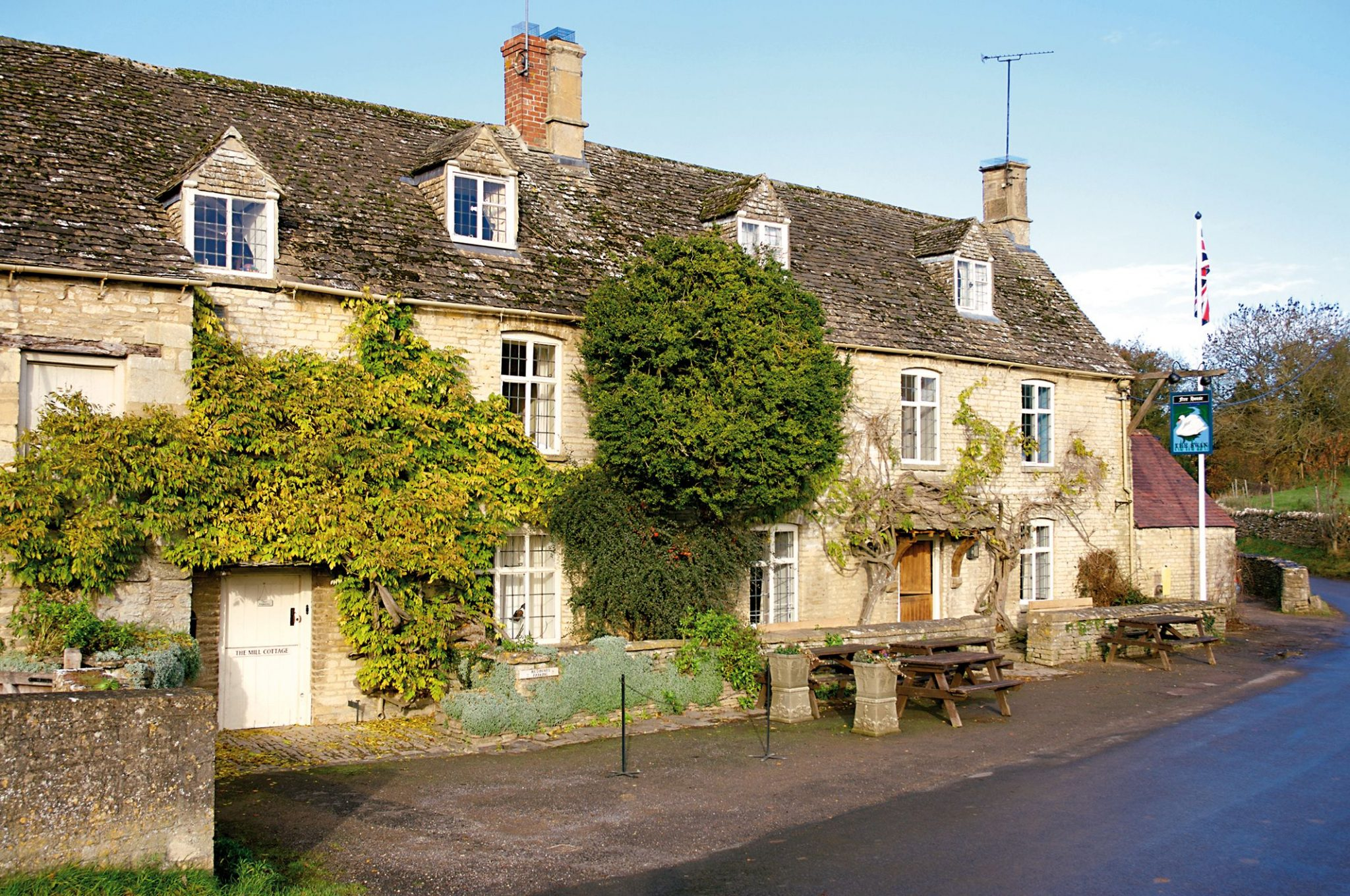 The Swan Inn Swinbrook Oxfordshire Restaurant and Pub with Rooms - Bedrooms
