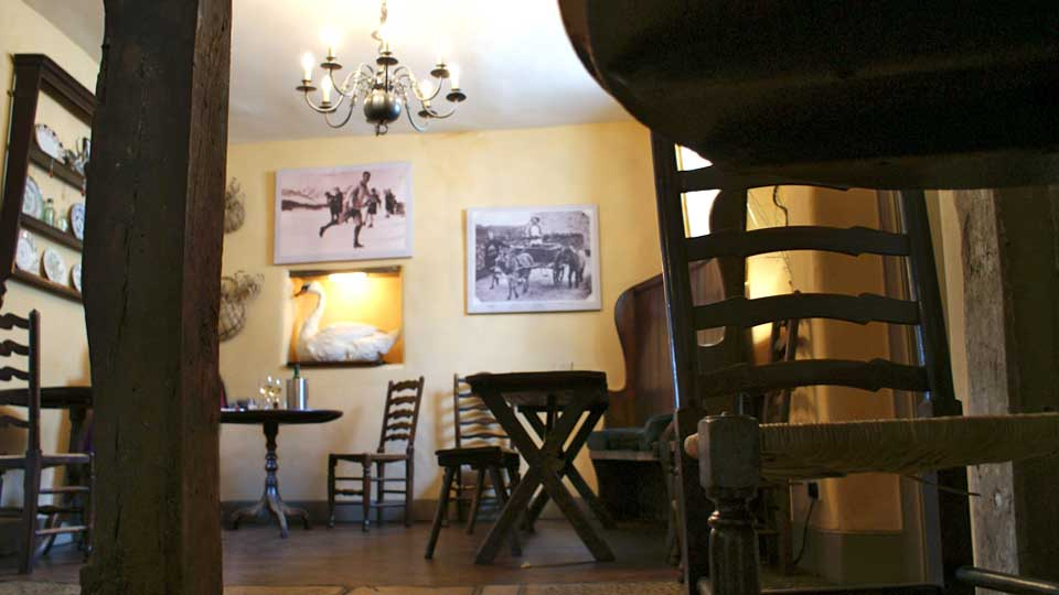 The Swan Inn Swinbrook Oxfordshire Restaurant and Pub with Rooms - Bar
