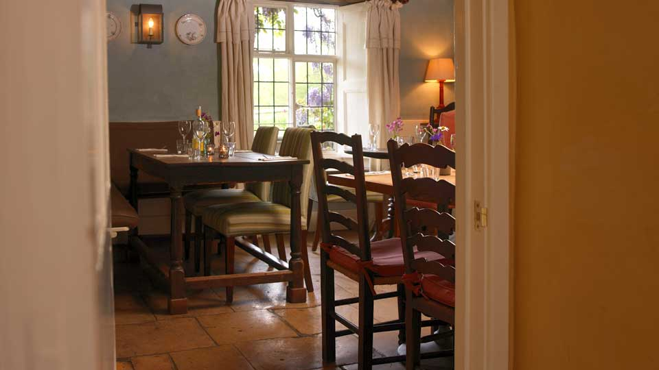 The Swan Inn Swinbrook Oxfordshire Restaurant and Pub with Rooms - Restaurant