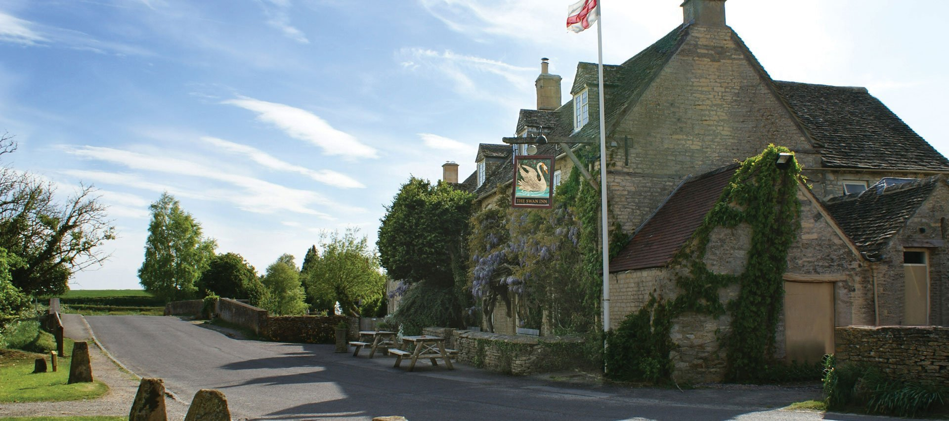 The Swan Inn Swinbrook Oxfordshire Restaurant and Pub with Rooms - Exterior