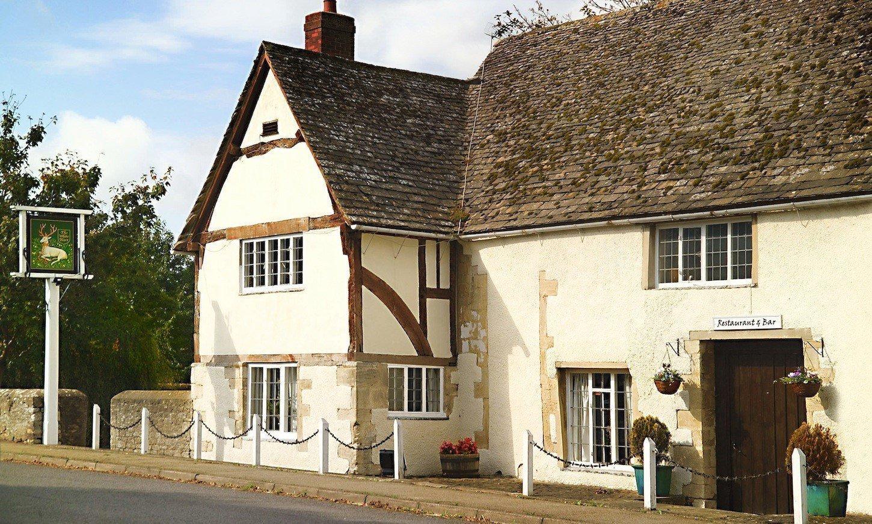 The White Hart Fyfield Fine Dining Pub Restaurant in Oxfordshire - Exterior
