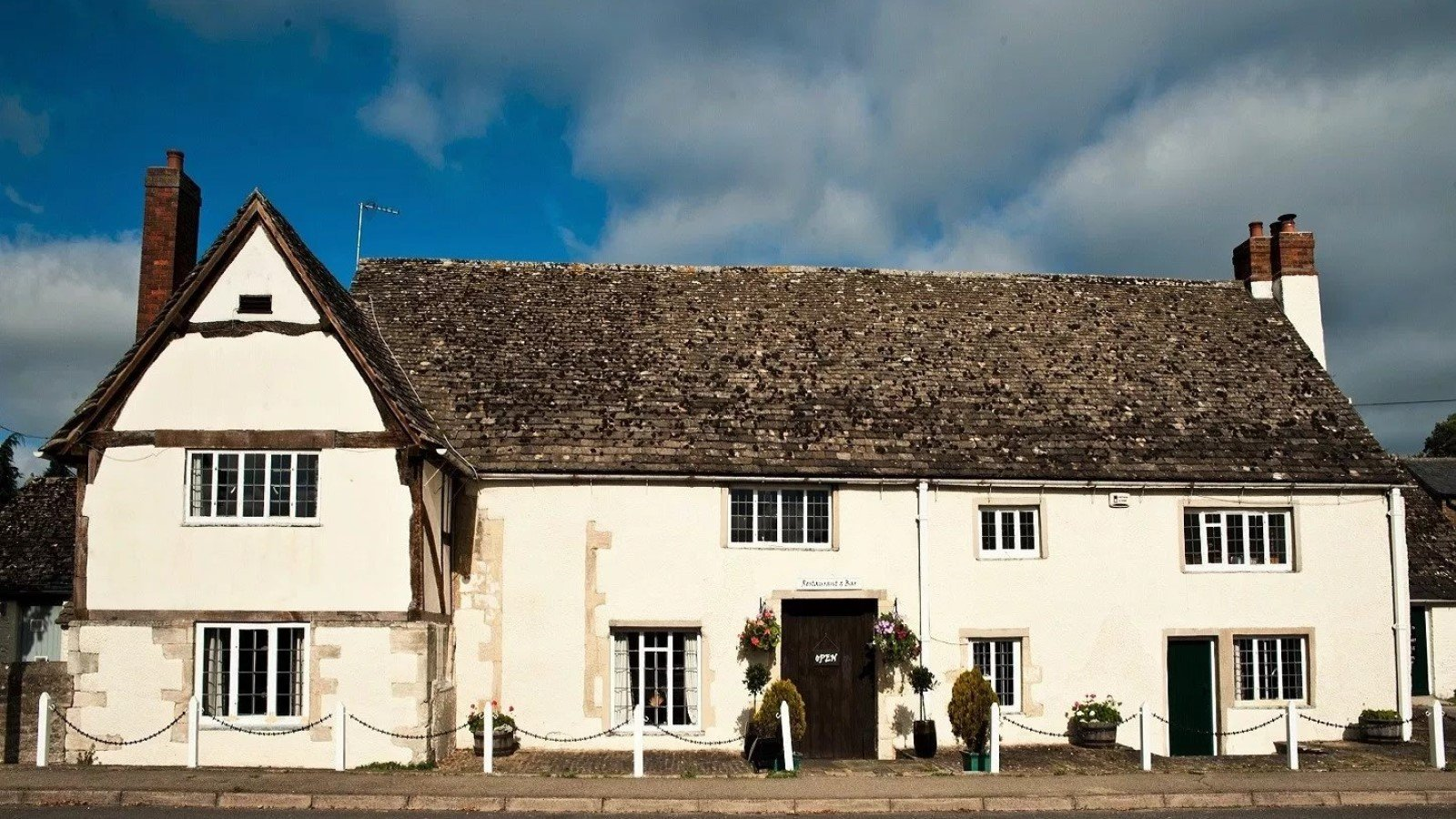 The White Hart Fyfield Fine Dining Pub Restaurant in Oxfordshire