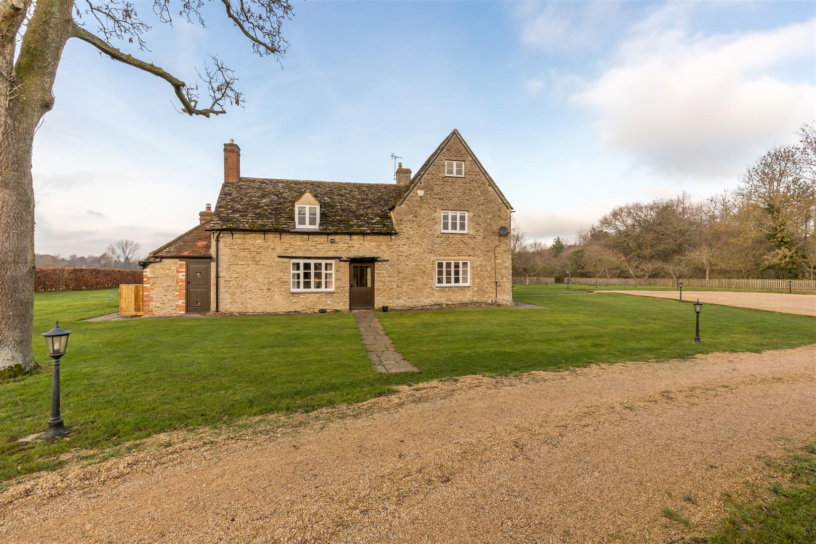 Tubney Manor: A delightful Grade II listed property in the Oxfordshire countryside