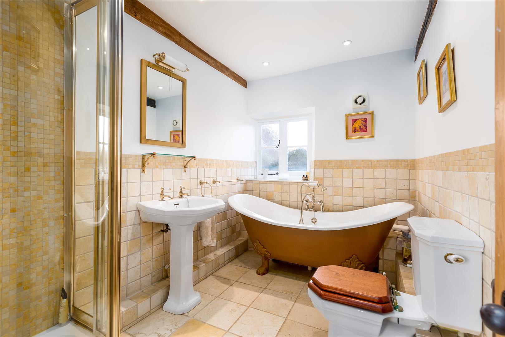 Tubney Manor - Family Bathroom